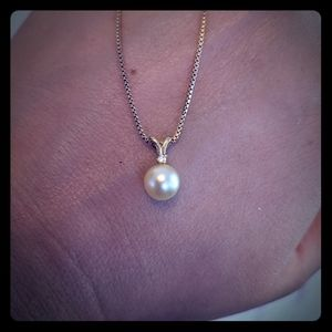 Solid 14k Gold and Genuine Pearl/ Diamond Pendant!
